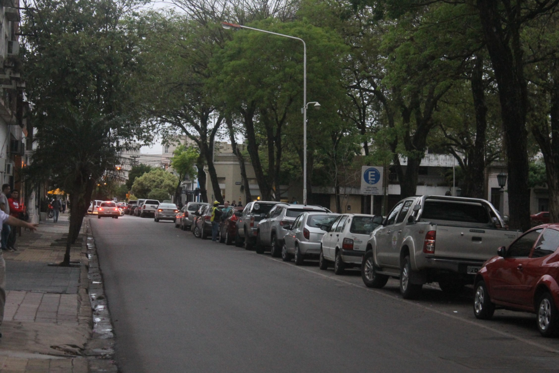 <p>Cambio. Por Bolívar, entre Catamarca y San Lorenzo, ya se pueden estacionar automóviles.</p>