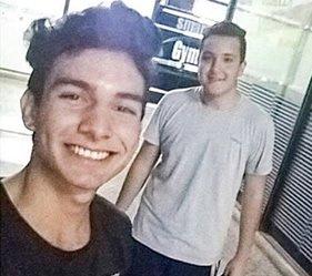 <p>Víctima. Rodrigo Molina Veloso (derecha). Su amigo Víctor Silva Gutiérrez sufrió graves lesiones.</p>