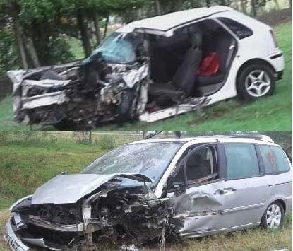 <p>Fatal. Estado en que quedaron los dos vehículos que protagonizaron el choque frontal.</p>