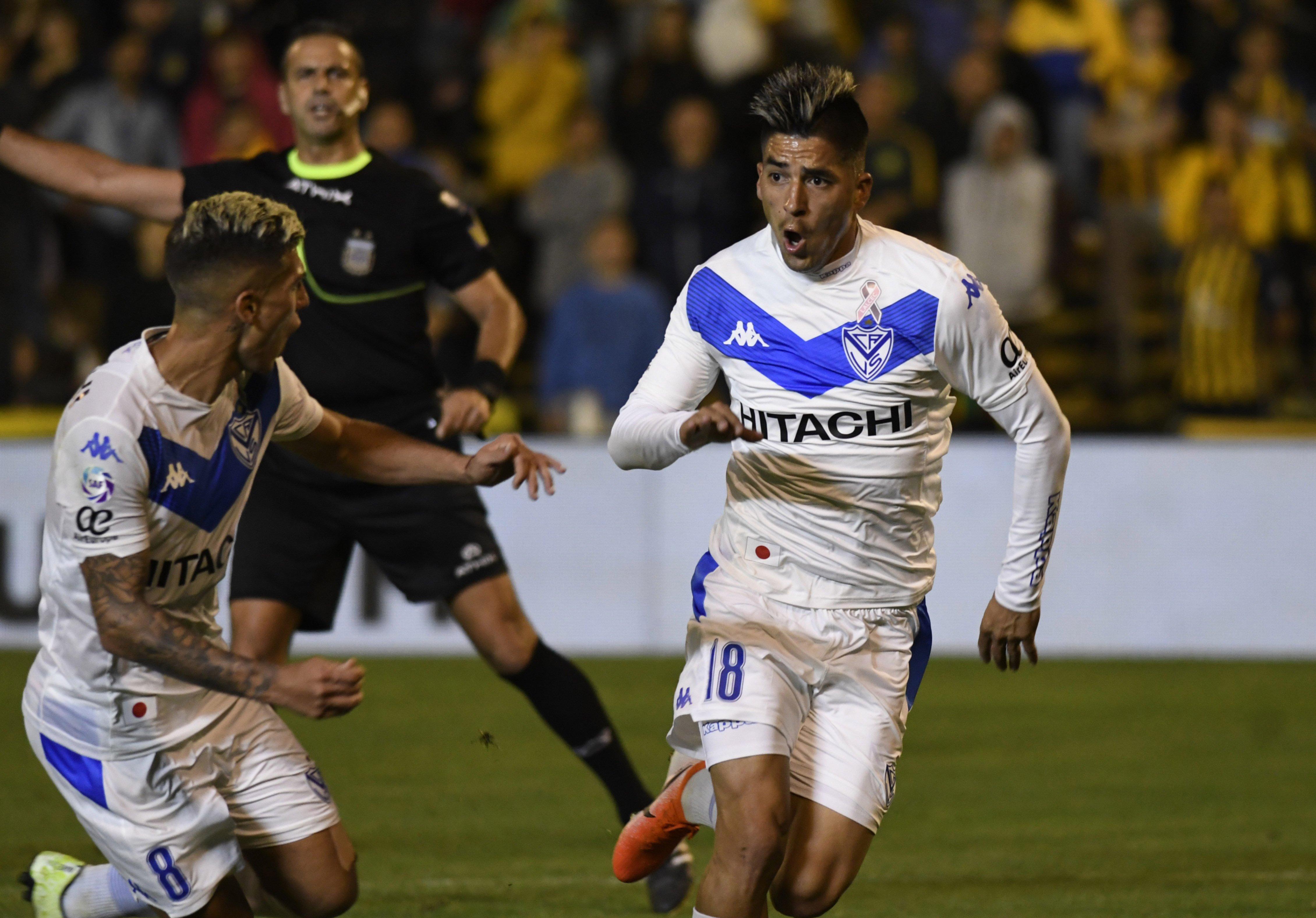 <p>Goleador. Leandro Fernández anotó el gol de la victoria; Nicolás Domínguez lo acompaña.</p>