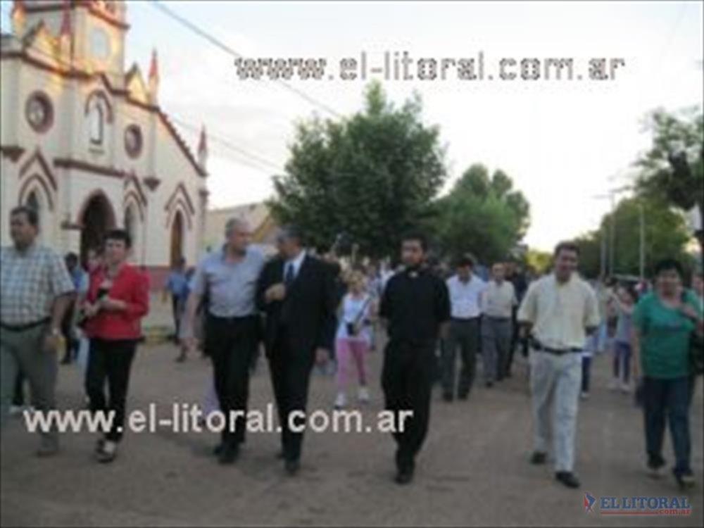 """Alvear como """"Pro-Vida"""", se suma a otros seis municipios correntinos. Cientos de personas caminaron por el centro de la localidad."""