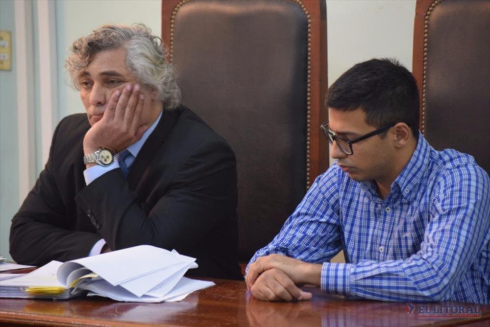 Acusado. Rafael Bofill junto a su abogado.