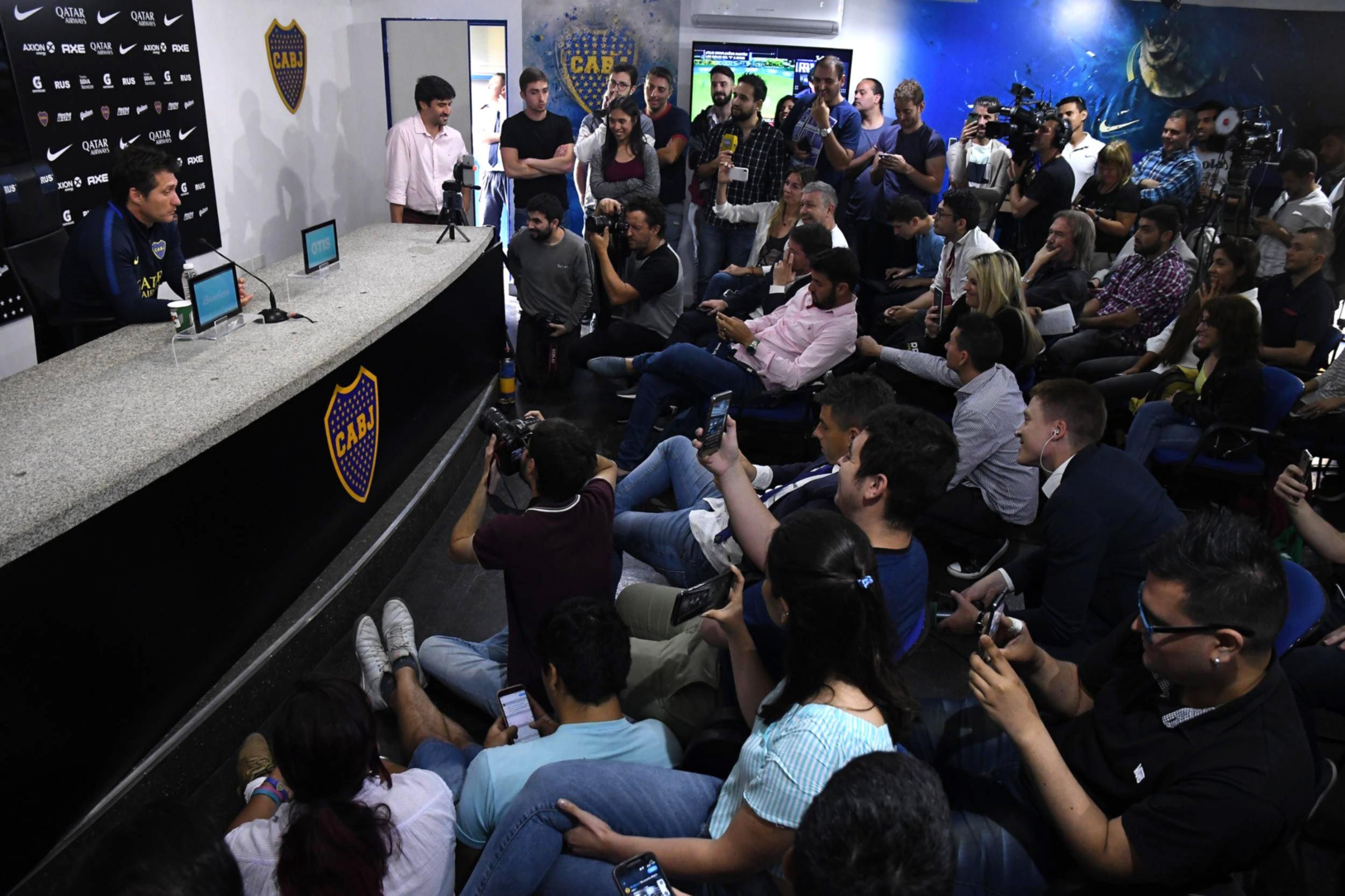 <p>Colmada. La conferencia que dio Barros Schelotto cont&oacute; con presencia de periodistas nacionales<br />e internacionales que llegaron especialmente para las finales de la Copa Libertadores.</p>