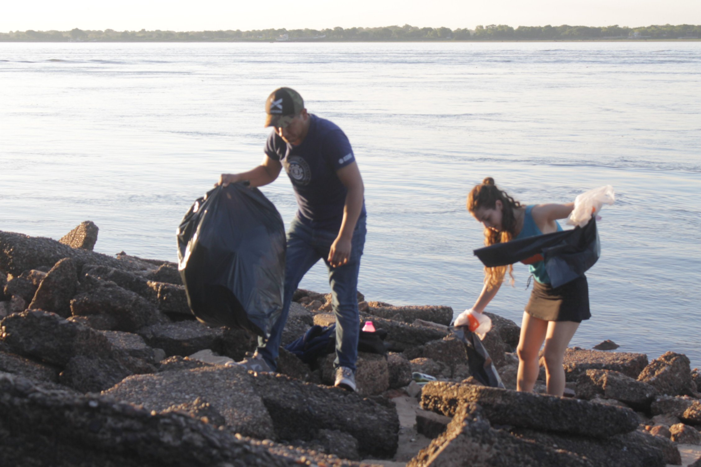 <p>Acción. La iniciativa comenzó hace varios meses y ya se realizaron operativos de limpieza en distintos sectores de la costa.</p>