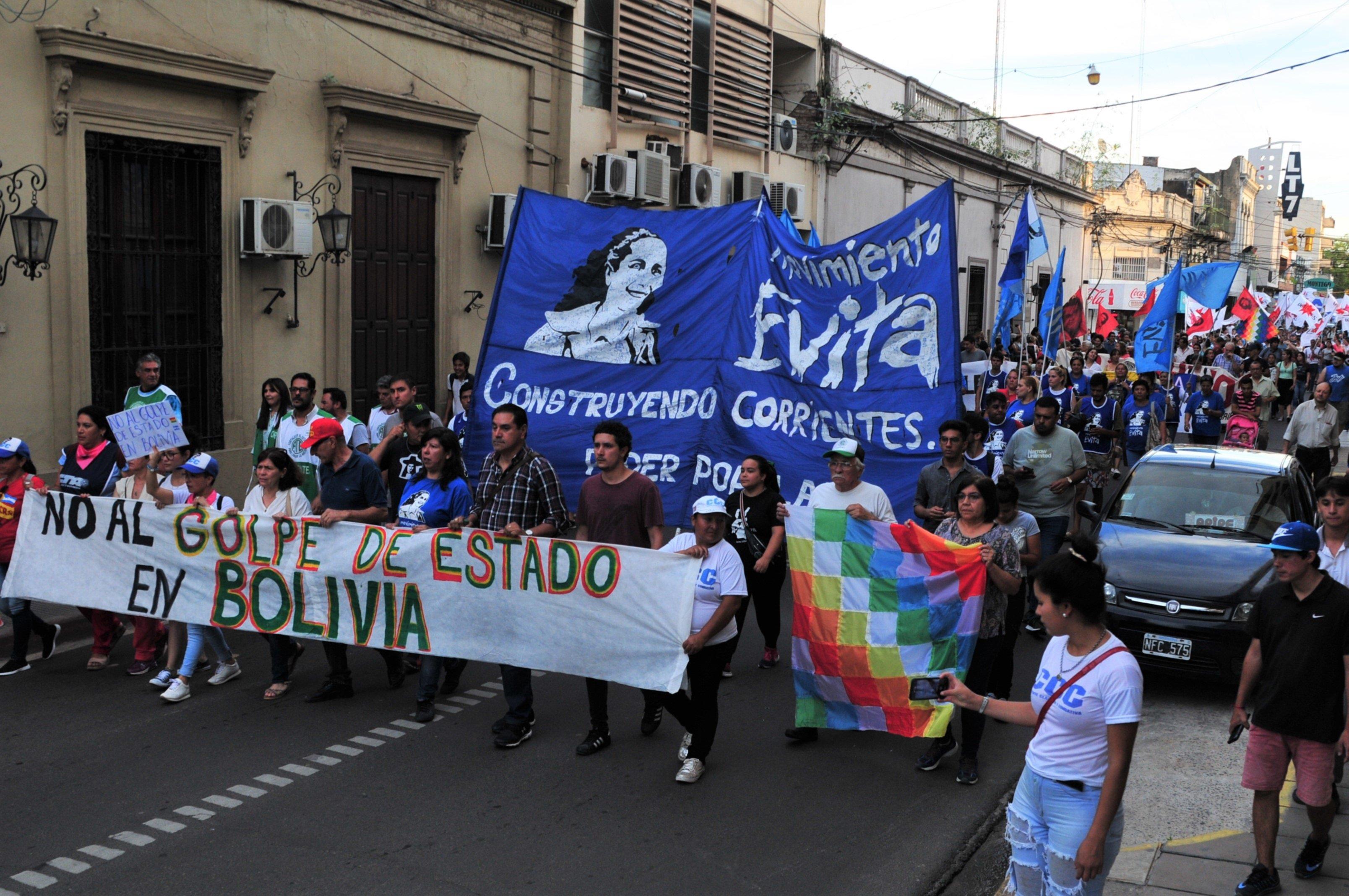 Organizaciones sociales y políticas marcharon contra el golpe en Bolivia -  El litoral