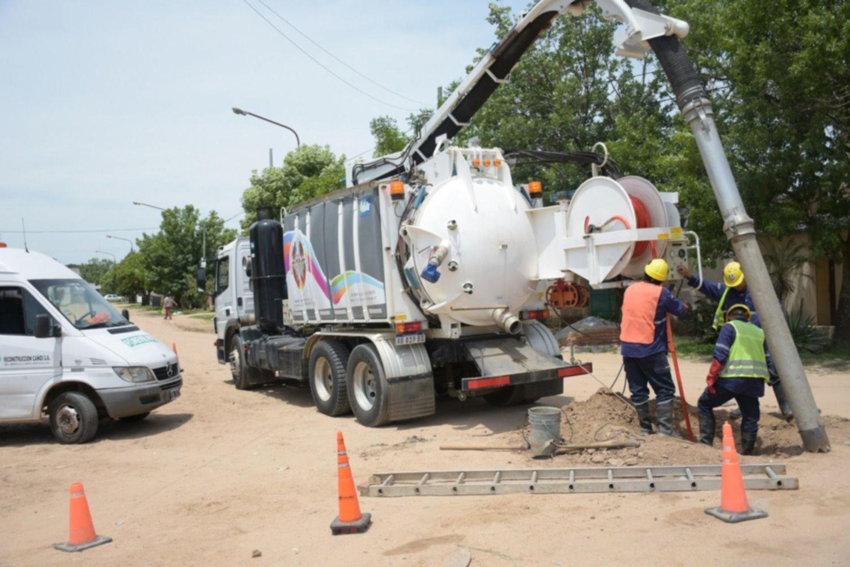 <p>Tareas. El camión desobstructor intervino ya en varias zonas y otras esperan la limpieza de los pluviales subterráneos.</p>