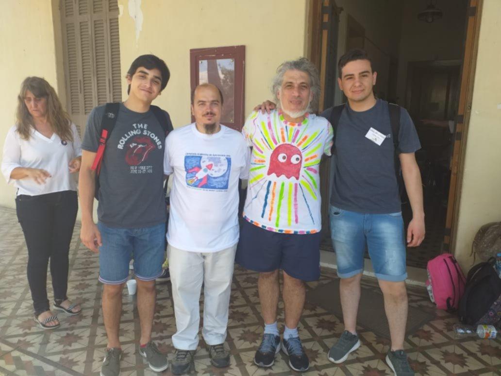 <p>Logro. Gualini (izquierda) estuvo la semana pasada en Córdoba, participando de una nueva olimpíada.</p>