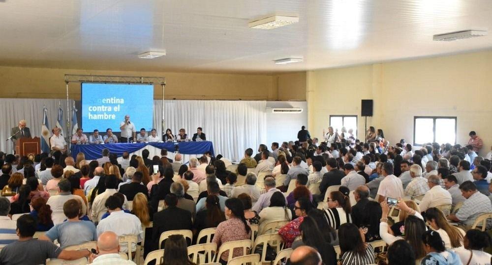 <p>Expectantes. Funcionarios manifestaron apoyo a la iniciativa que busca que la población vulnerable tenga acceso a alimentos saludables.</p>