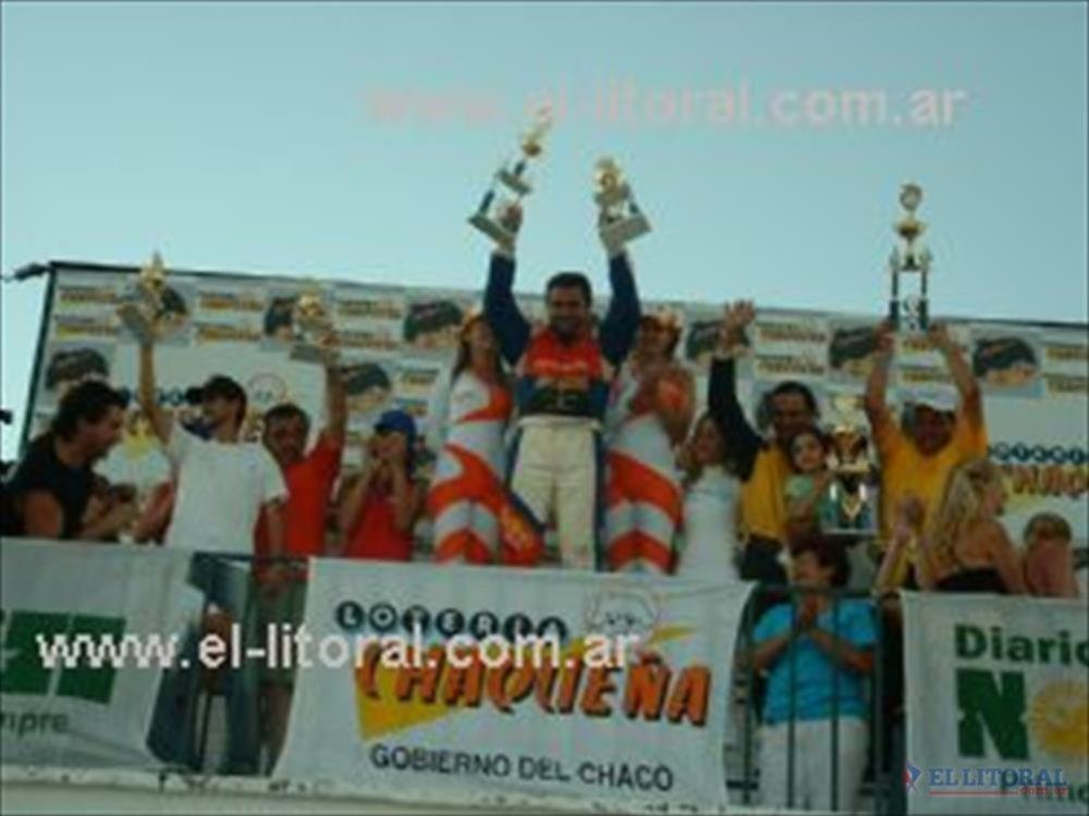 El podio de la primera final del TC 4000 con Krujoski en lo más alto, pero Julio Sánchez (segundo) se llevó el título.