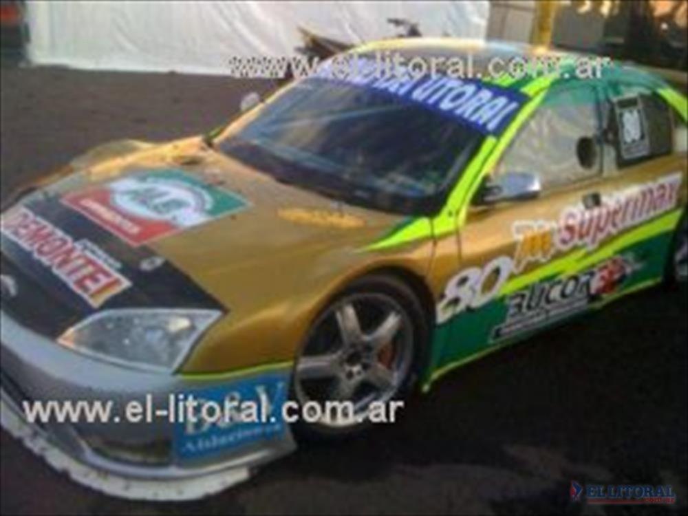 El Ford Mondeo que tripuló éste fin de semana el correntino Humberto Krujoski (h), en la doble jornada de Paraná.