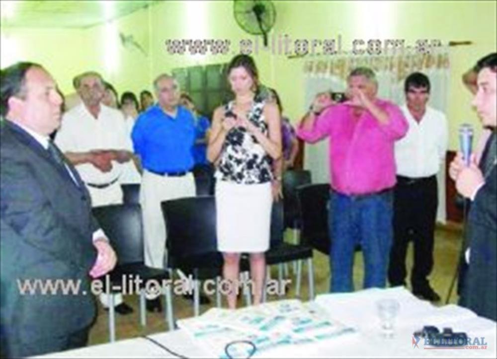 El intendente Ricardo Torres juró las nuevas normativas comunales.