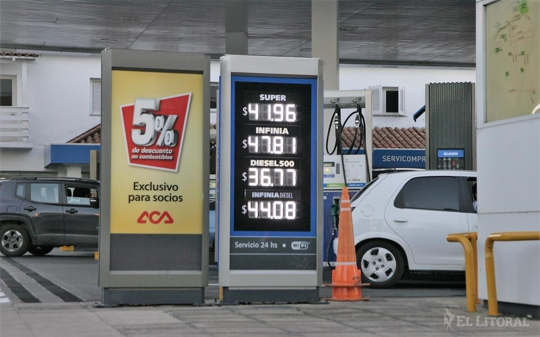 3b024e3f3bec A partir de hoy las estaciones de servicio de YPF de todo el país tendrán  nuevos precios.