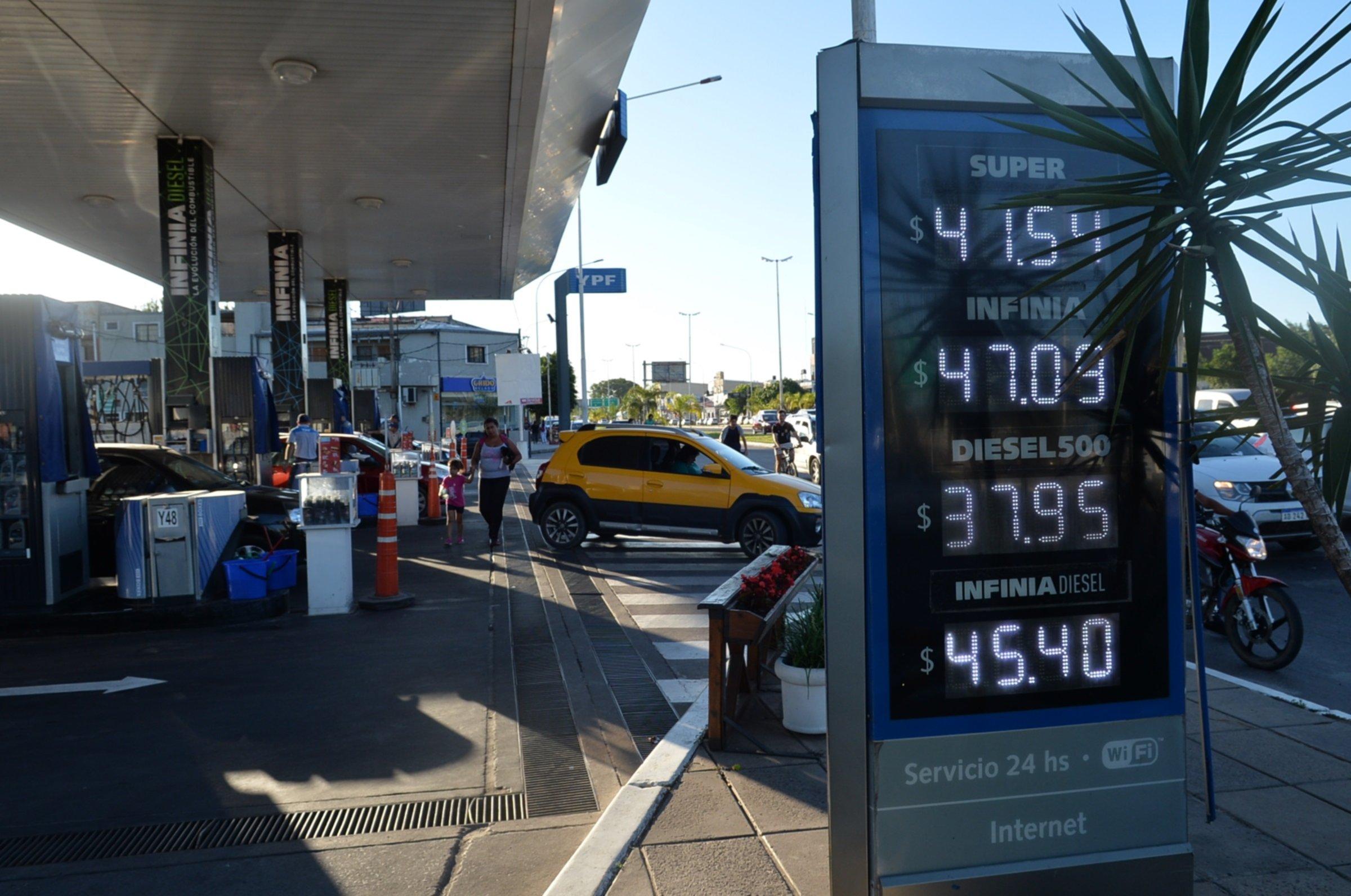 <p>Actualizaci&oacute;n. YPF decidi&oacute; rebajar los precios de sus naftas, pero tambi&eacute;n aplic&oacute; aumentos en el di&eacute;sel.</p>