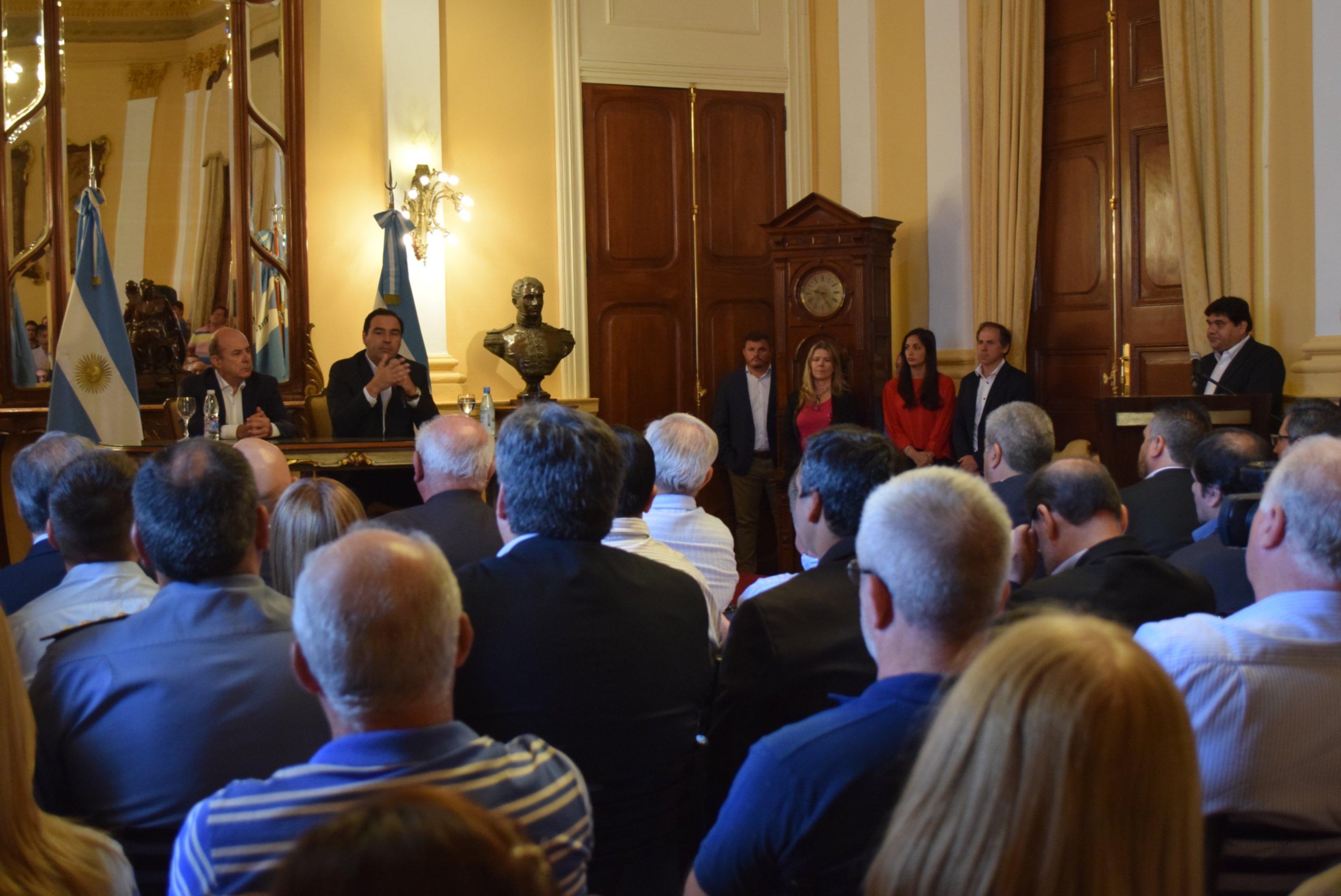 <p>Llamado. Ayer el Gobernador solicitó a los senadores que acompañen el proyecto de Presupuesto.</p>