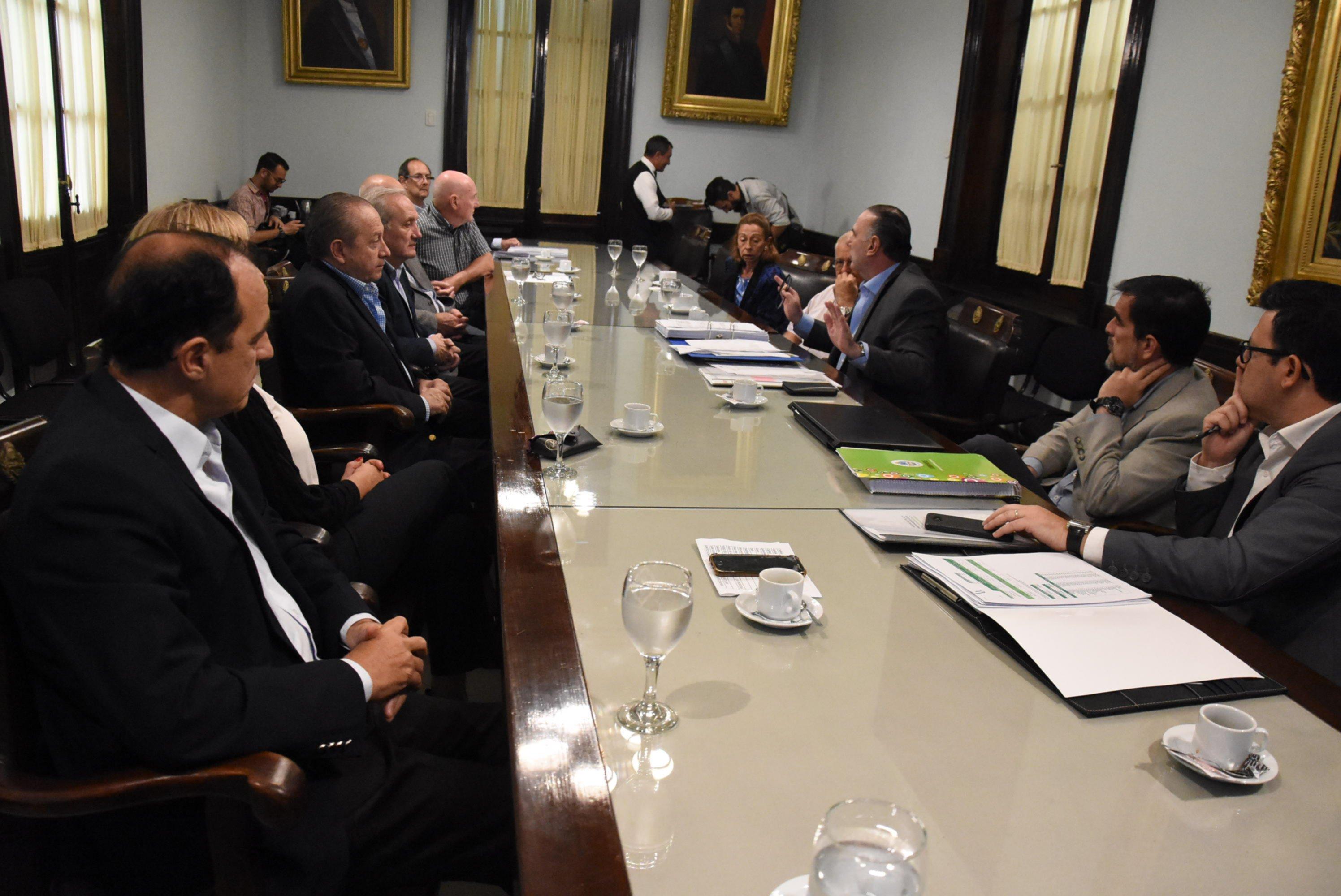 <p>C&oacute;nclave. Senadores explicaron el presupuesto a c&aacute;maras empresariales.</p>