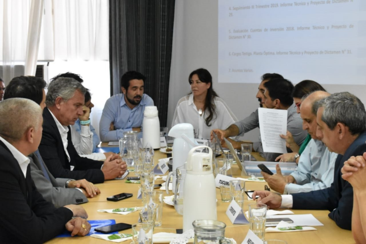 <p>CONSEJO. Los ministros de Hacienda y de Economía del país se reunieron a fines de noviembre para evaluar los informes de monitoreo.</p>