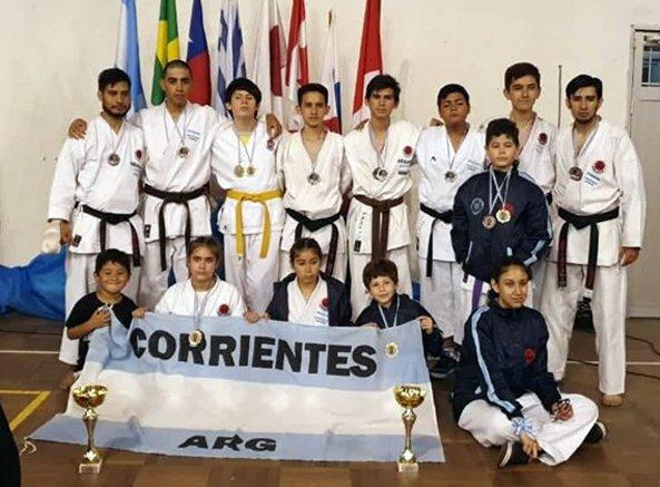 <p>Arriba. El equipo argentino, con representantes correntinos, se impuso en el medallero.</p>