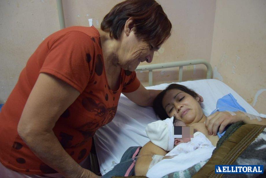 Safira Nair Montiel, nació en el Hospital Neonatal. Fotos de Cacho Monzón.