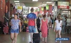 Dólar turista: agencias ya empiezan a aplicar pero no cobrarían transporte a países