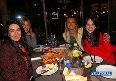 Al Río - Noche de Mujeres y Karaoke con Maru.