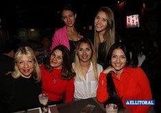 Al Río - Noche de Mujeres y Karaoke con MARU,